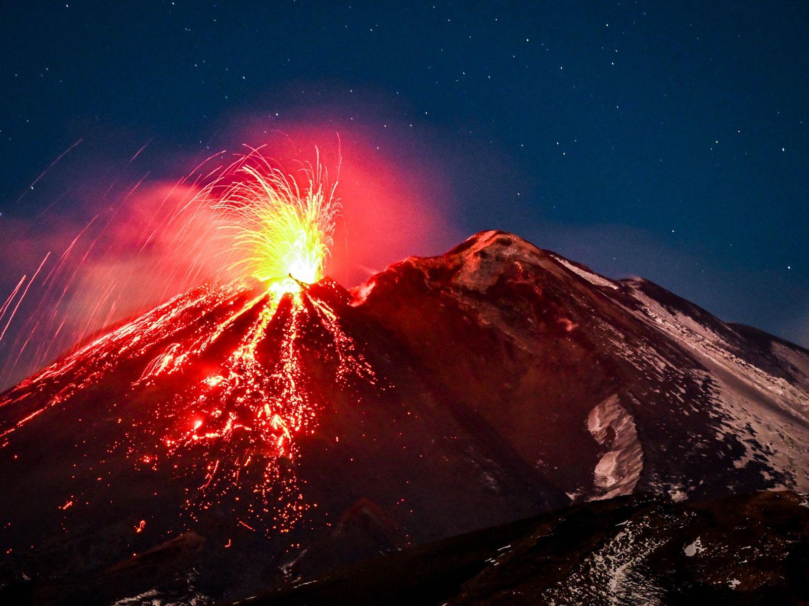 Situé en Italie, l'Etna est l'un des volcans les plus actifs d'Europe. Ses explosions spectaculaires, comme ...