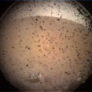 L'atterrisseur InSight de la NASA a renvoyé sa première image de la surface martienne quelques instants ...