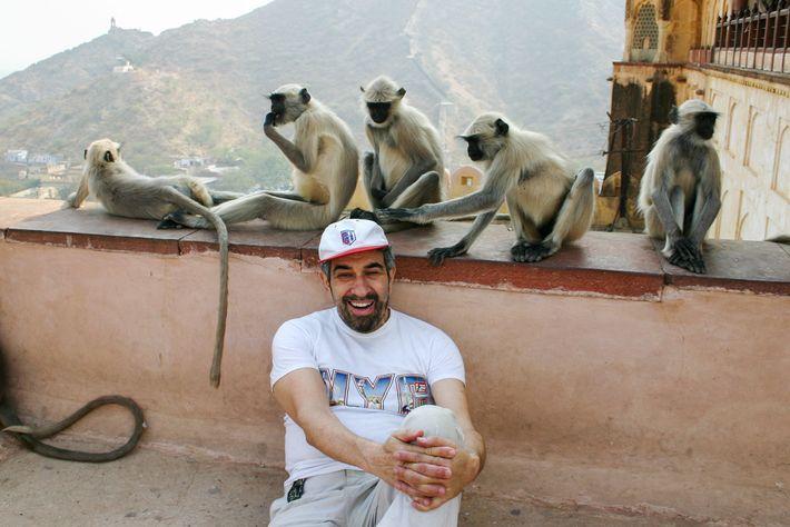 Photo d'Albert Podell dans un temple en Inde