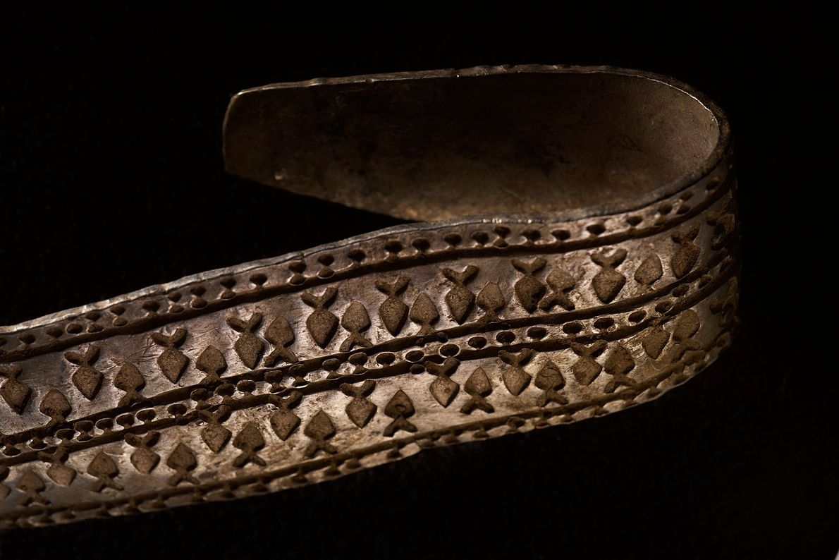 Image d'un anneau de bras en argent