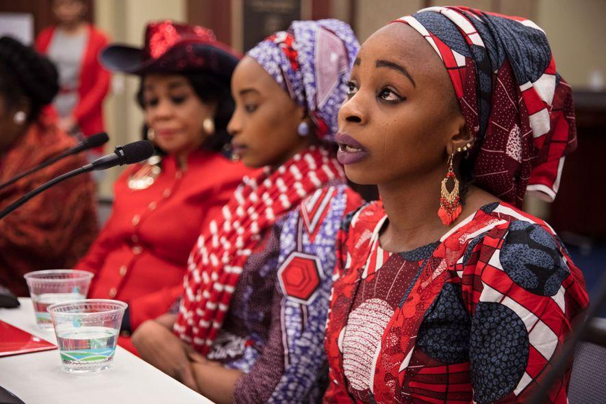 Hauwa raconte son histoire à 17 membres de la Chambre des représentants des États-Unis lors d'un événement organisé par la députée de Floride Frederica Wilson.