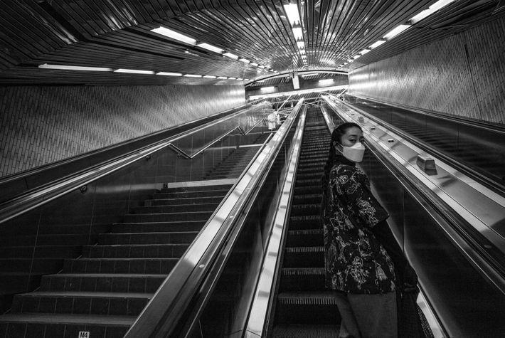 À New York, le transport en métro est limité en raison de la pandémie, même si ...