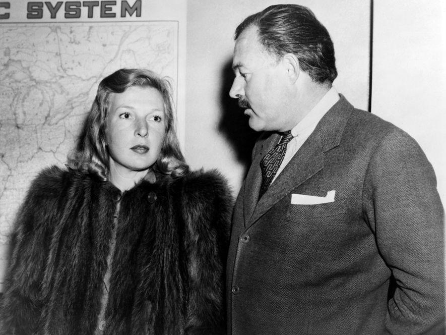 La journaliste Martha Gellhorn et Ernest Hemingway voyagent ensemble peu après leur mariage en 1940. Martha Gellhorn était une écrivain et journaliste de guerre de renom.
