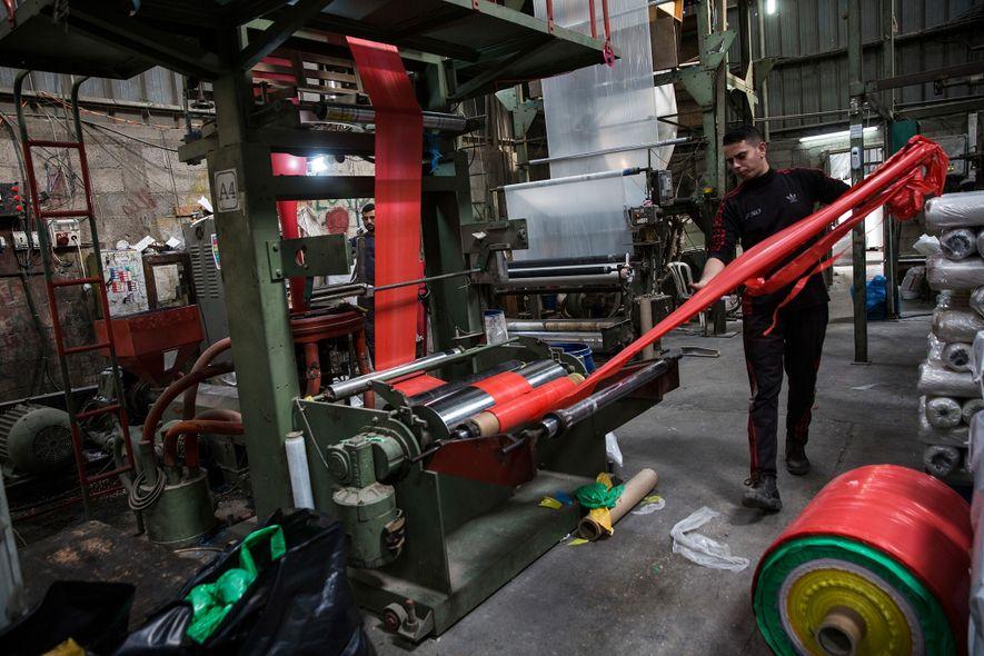Une usine de recyclage de plastique située à Beit Hanoun, sur la bande de Gaza.