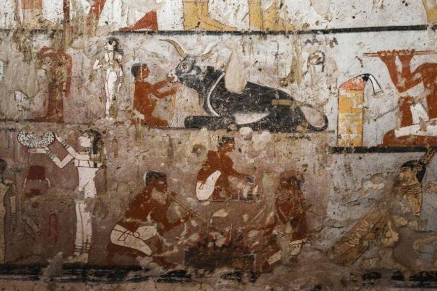 Vue générale des peintures murales ornant le tombeau d'une prêtresse de l'Égypte Ancienne, aussi rares que ...