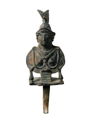 Buste en bronze du 3e siècle représentant Minerve, découvert à Thamugadi. Musée du Louvre, Paris.