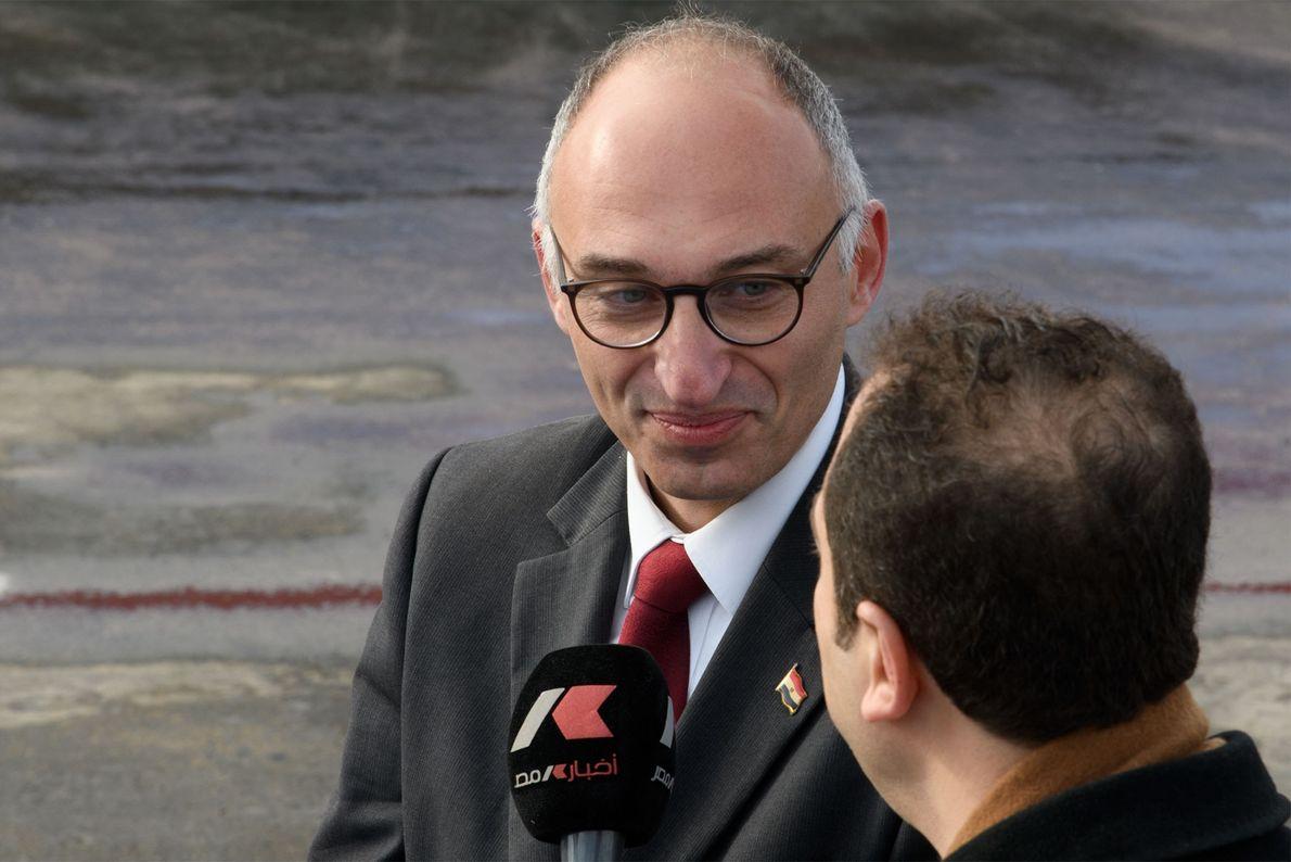 Tarek Tawfik, directeur du Grand musée égyptien, répond aux questions des journalistes du monde entier.
