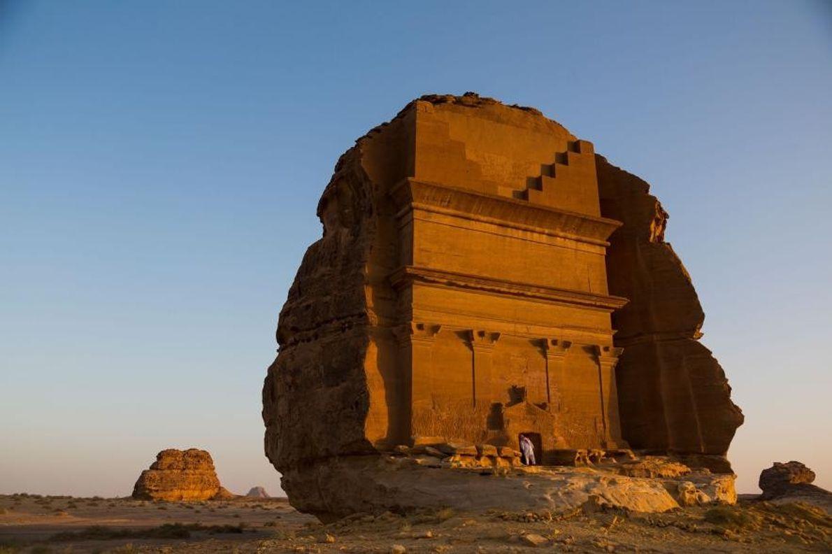 Les tombeaux de Madâin Sâlih ont été sculptés dans les massifs de grès du désert il ...