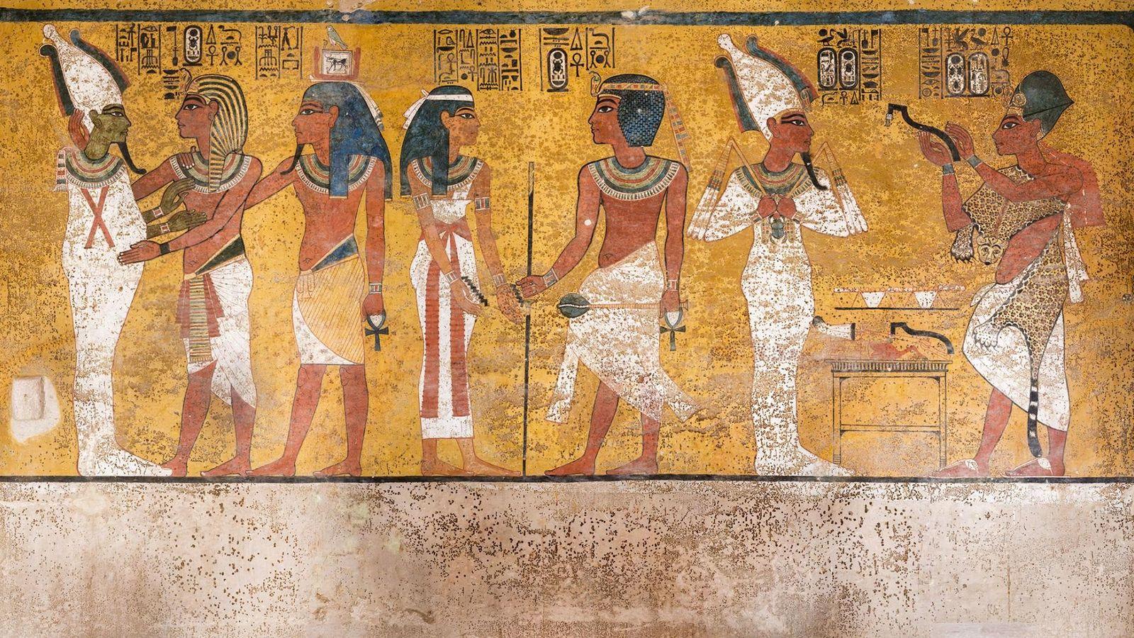 Une scène du mur nord de la chambre funéraire de Toutânkhamon montre des taches brunes sur ...