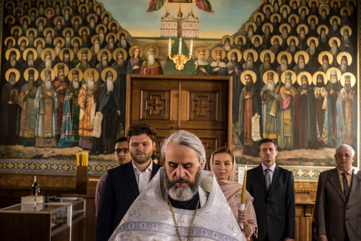Malgré la crise qui ébranle actuellement l'Église orthodoxe, les rituels ancestraux continuent d'être réalisés comme depuis ...