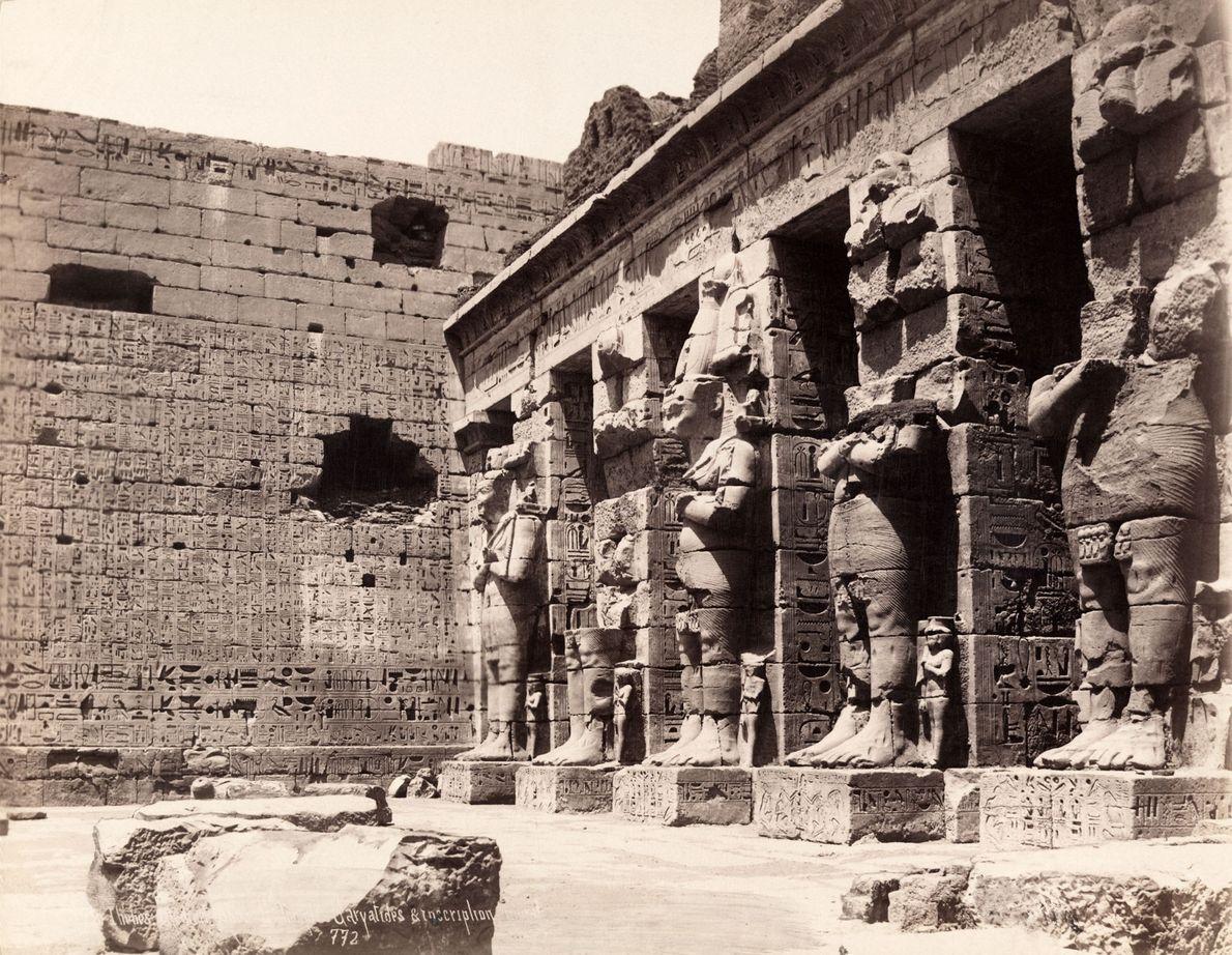 L'ancienne capitale égyptienne de Thèbes, en 1913 sur la photo, est aujourd'hui la dynamique ville de ...