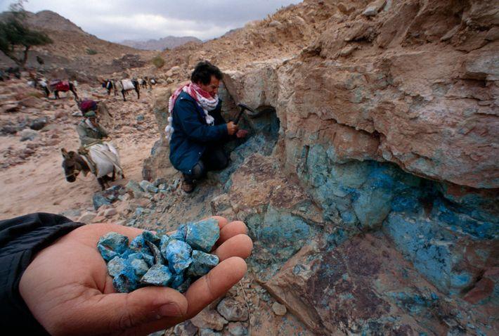 Il est facile de trouver des morceaux de minerai de cuivre dans cette région isolée de ...