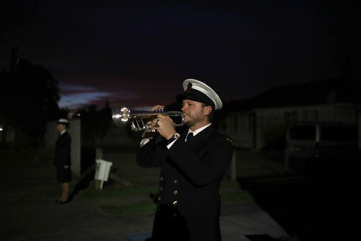 Musicien au sein du Royal New Zealand Navy Band, Orson Paine fait résonner son clairon sur ...