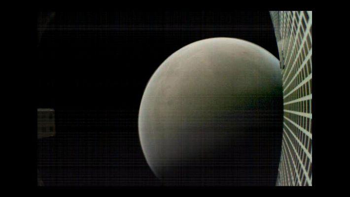 MarCO-B, l'un des CubeSats expérimentaux, a pris cette image de Mars à environ 4 700 km ...