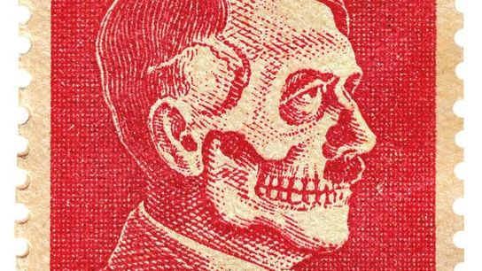 Les faussaires américains ont déformé l'image d'Hitler sur des timbres comme celui-ci, qui imitaient un véritable ...