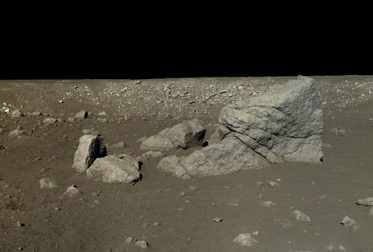 Photo du rocher en forme de pyramide sur la lune