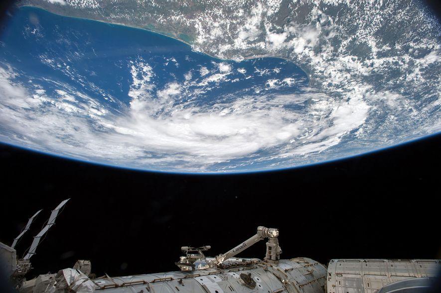 Le 15 juin 2015, Kelly a repéré la tempête tropicale Bill dans le golfe du Mexique ...