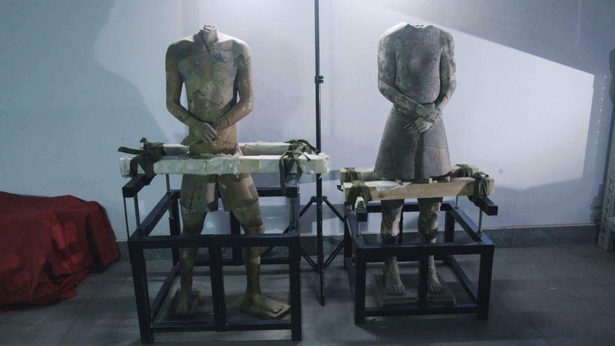 Selon certains experts, ces sculptures de terre cuite représenteraient des acrobates. Les détails très réalistes des ...