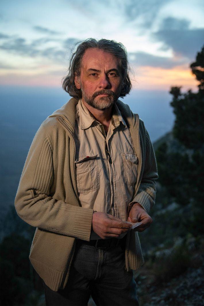 L'archéologue Ciprian Ardelean dirige les travaux de fouille dans la grotte de Chiquihuite.