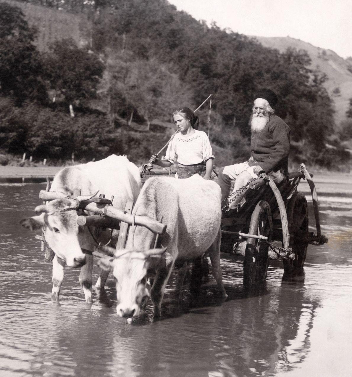 Un curé de campagne et sa fille rentrent chez eux après s'être rendu sur un marché ...