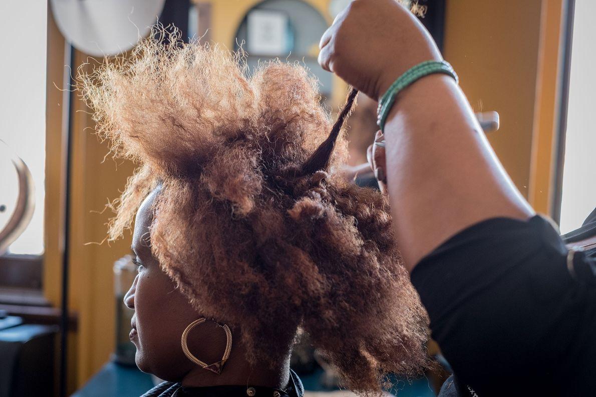 Tori Brown, propriétaire de BRE Hair Studio, aide les femmes professionnelles de Louisville à trouver une ...