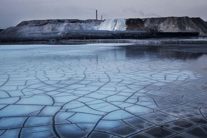 L'usine chimique de Wuhai produit du PVC, l'un des polymères plastiques les plus utilisés au monde. ...