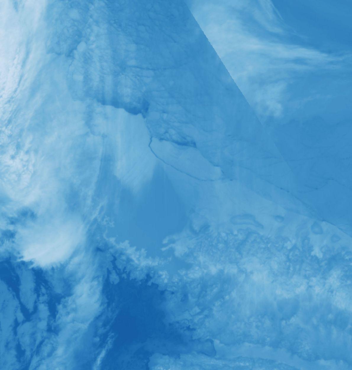 Le satellite Aqua de la NASA a pris ces images du nouvel iceberg le 12 juillet ...