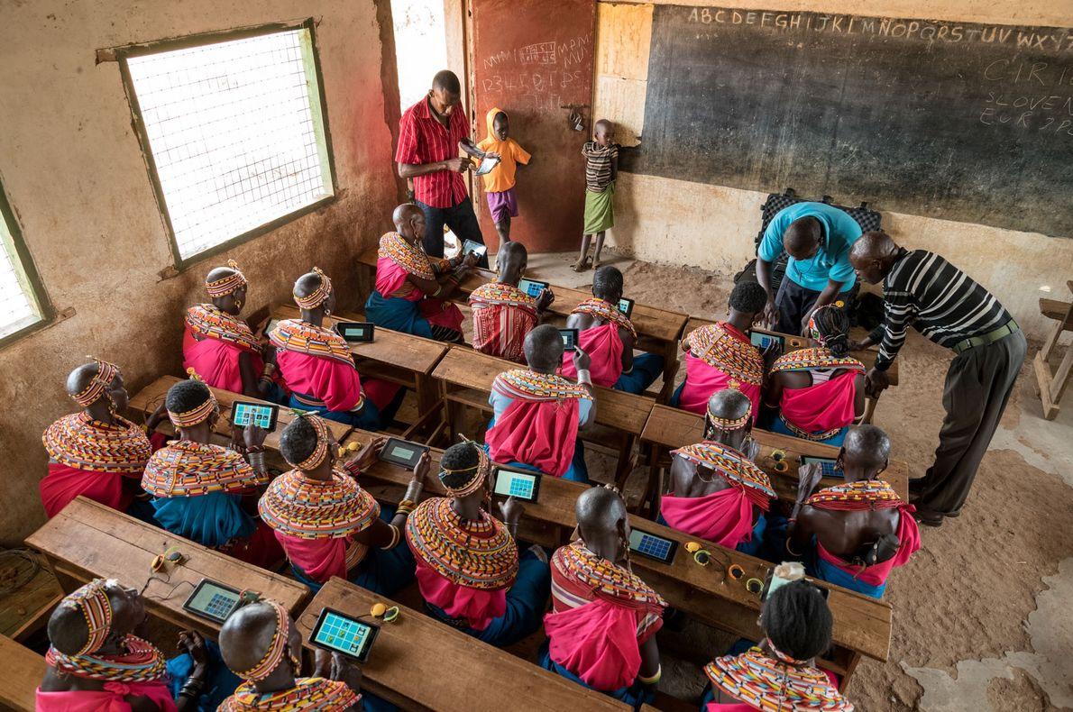 L'école primaire de Kiltamany pendant un cours avec des tablettes.