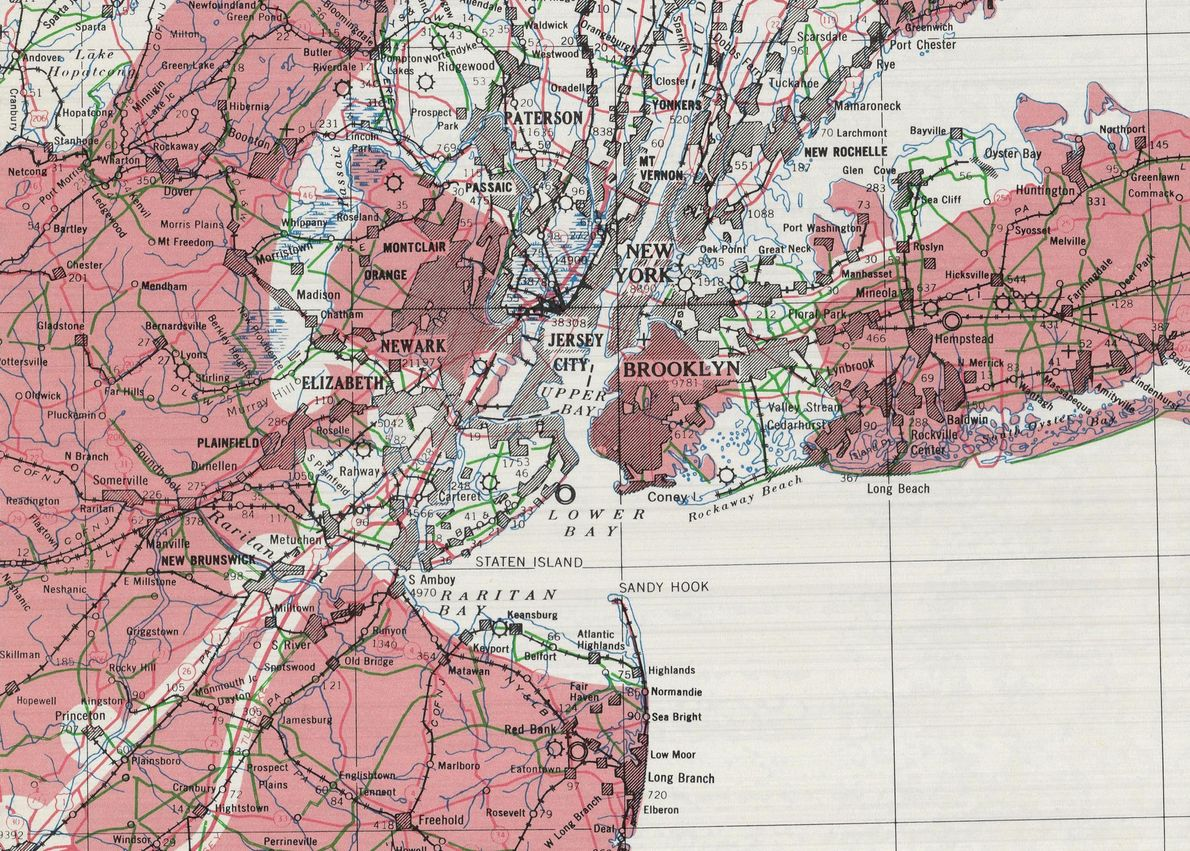 Ce détail de la carte couvre l'agglomération de la ville de New York. Manhattan était une ...