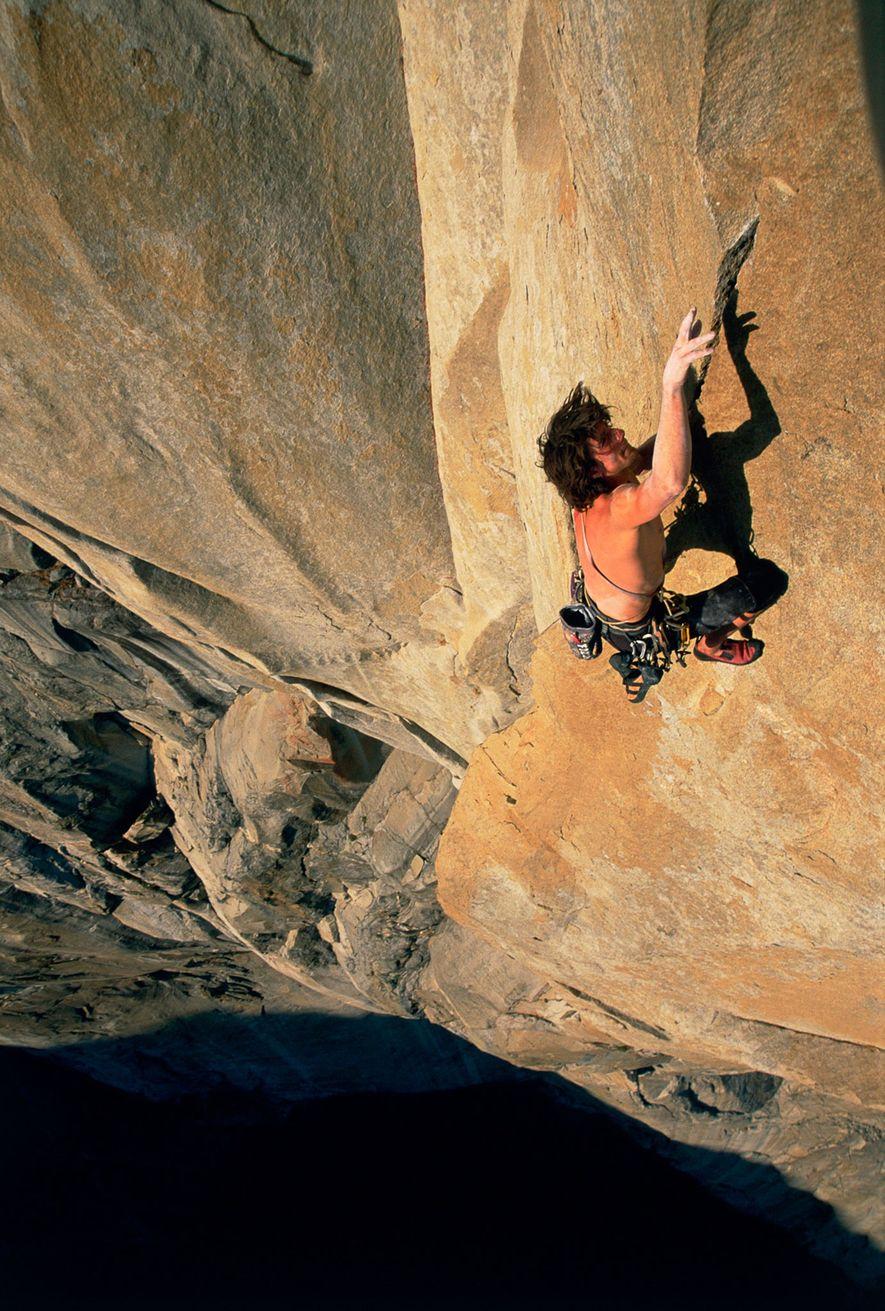 Dans cette photo prise au Yosemite, on peut voir Dean Potter, un autre jeune adepte du ...