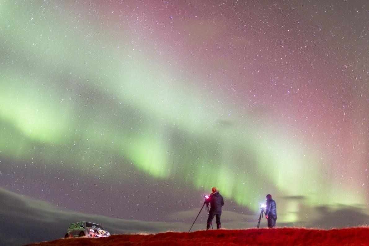 Les frères Hjartarson ont aidé le photographe Robert Omerod à voir sa première aurore.
