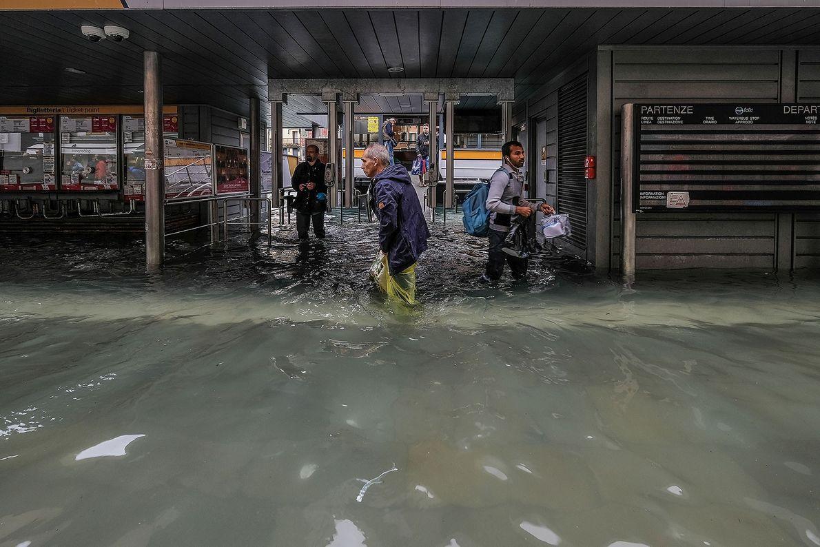 Les écoles et hôpitaux de Venise ont été fermées par les autorités et il a été ...