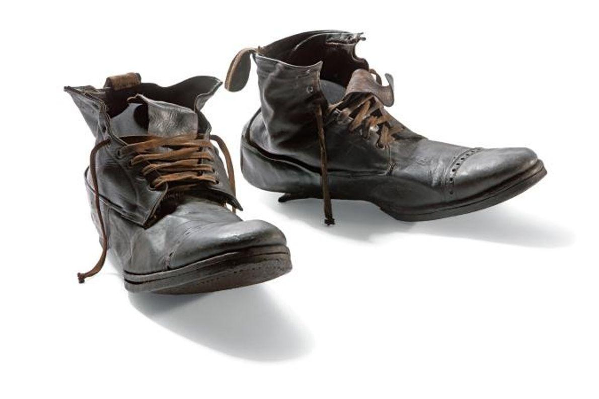 Ces bottines ont été mises au jour dans la valise en cuir de l'outilleur William Henry ...