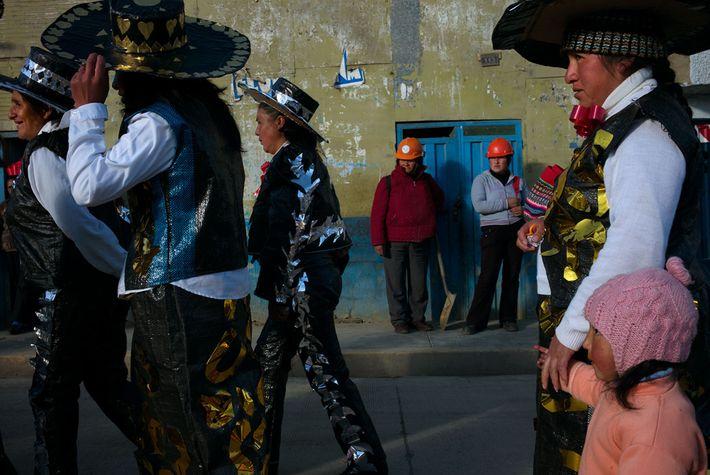 Photo de femmes avec des casques miniers