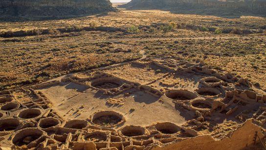 Le complexe tentaculaire de Pueblo Bonito au Nouveau Mexique se compose de 650 pièces et occupait ...