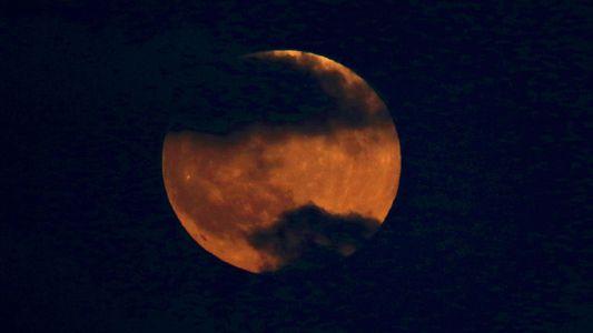 Sélection des plus belles photos de l'éclipse lunaire