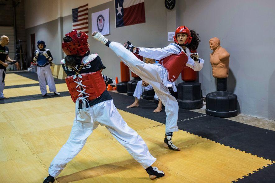 Aux États-Unis, dans la ville de Katy situé en périphérie de Houston, des soeurs musulmanes ceinture ...