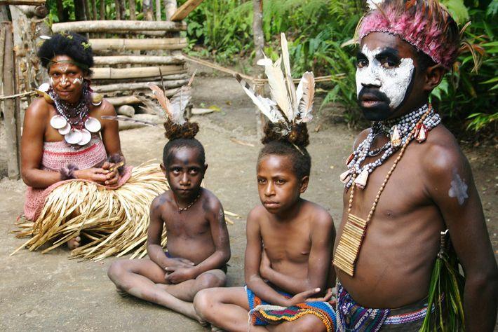 Photo d'un chef et sa famille en Papouasie-Nouvelle-Guinée