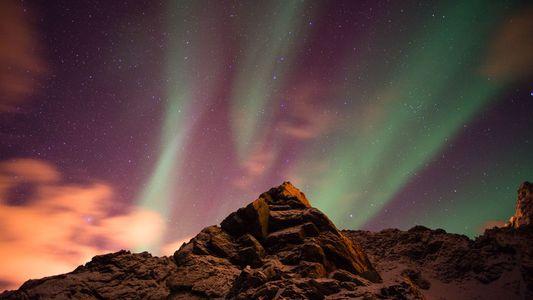 La tempête solaire qui balaie la Terre devrait provoquer de magnifiques aurores boréales