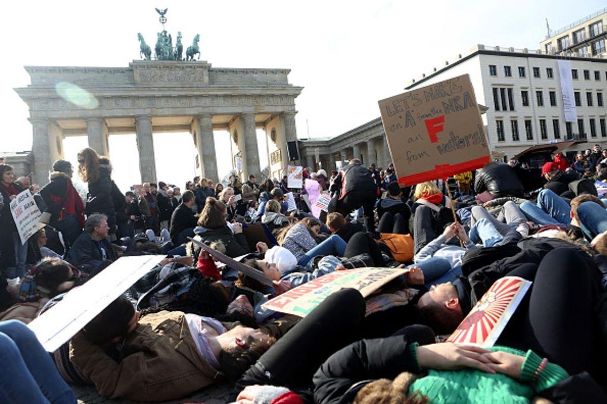 À Berlin, en Allemagne, des manifestants se sont rassemblés pour la March for Our Lives.