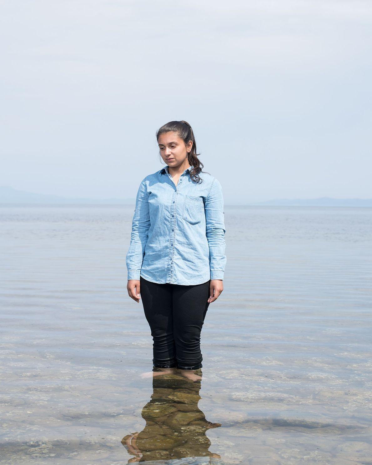 Après avoir passé deux mois sur l'île de Lesbos, Mariam Hamdan, 15 ans, n'a pas trouvé ...