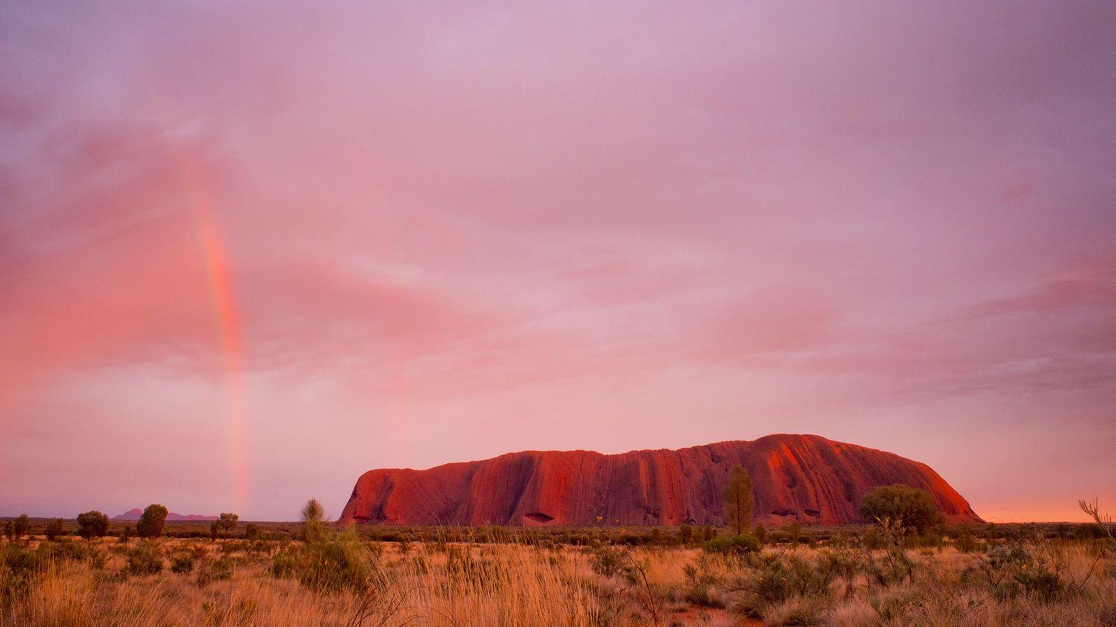 L'ascension d'Uluru sera bientôt fermée aux randonneurs après des années de débat. Cet immense monolithe de ...
