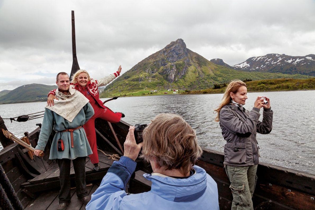Des touristes russes et des vikings
