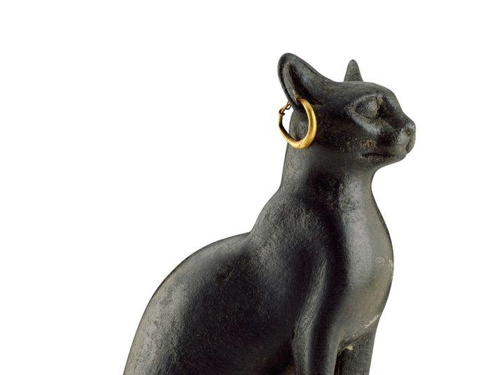 Statue en cuivre représentant Bastet,déesse égyptienne de la joie du foyer, de la chaleur du soleil, de ...