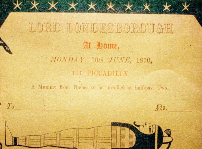 Le 10 juin 1850, à 14 h 30, l'aristocrate organisa chez lui, à Londres, un démaillotement de ...