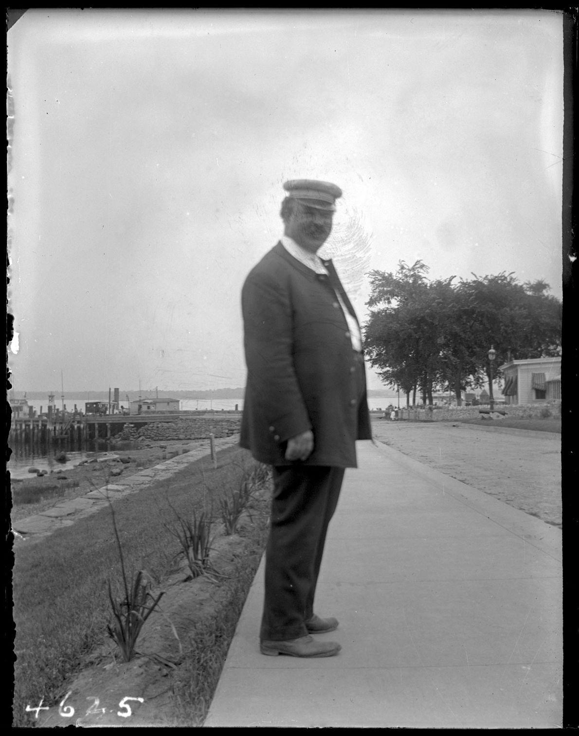 Gardien de la maison de correction, vers 1913. Comme en témoigne le site Narratively, ces gardiens ...