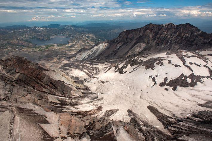 Le glacier Crater est la masse de glace la plus récente et dont l'expansion est la ...