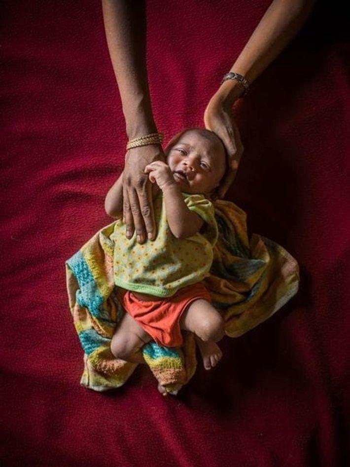 Mamunur, âgé de 25 jours, est l'un des 60 bébés qui naissent chaque jour à Cox's ...