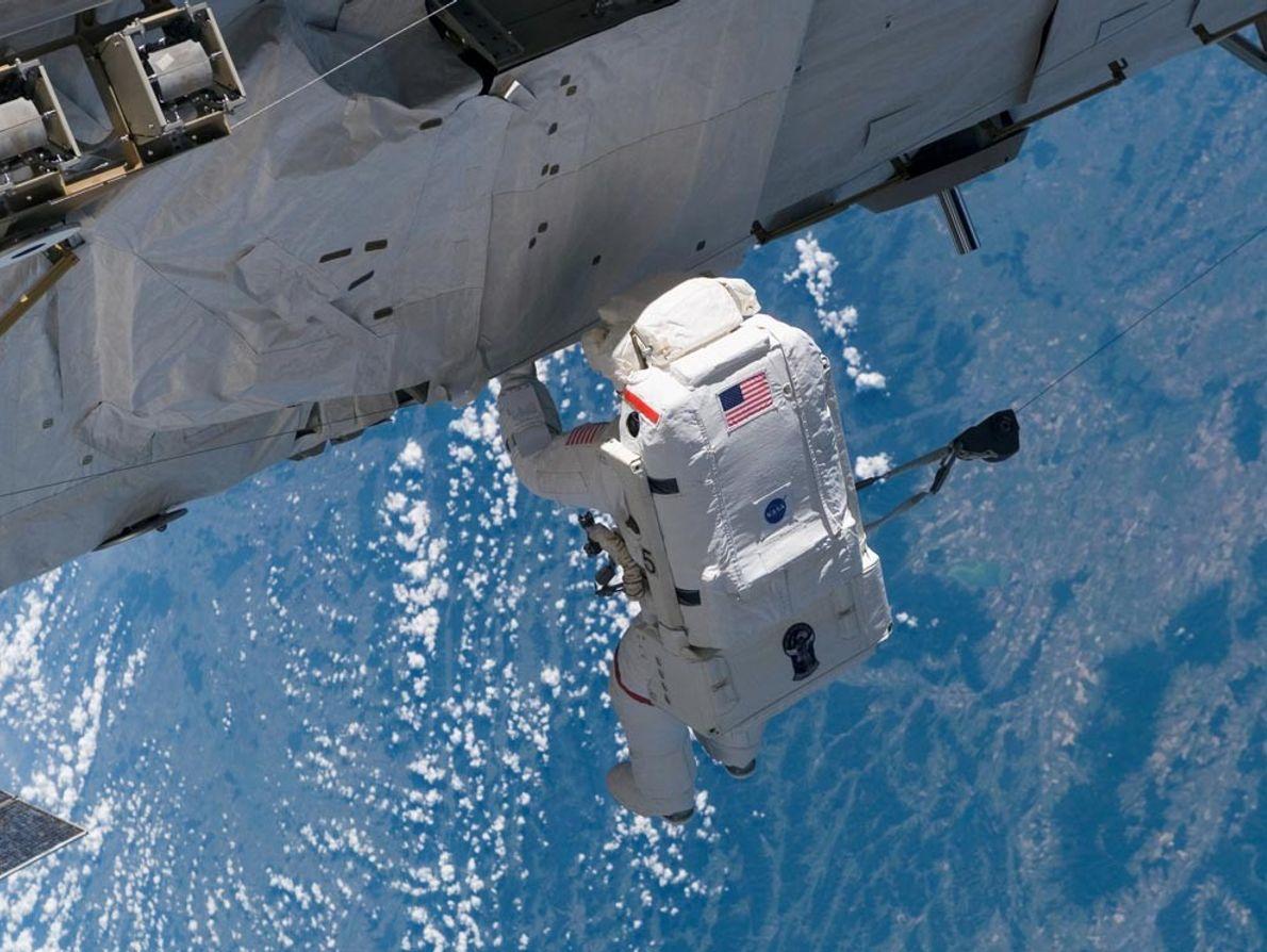 Lorsque des réparations ou des travaux de rénovations sont à effectuer sur la Station spatiale internationale, ...