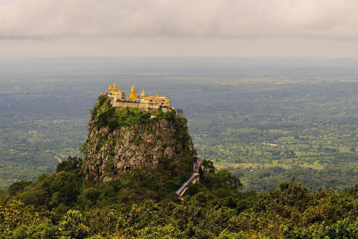 Le roi birman Anawrahta a introduit l'adoration des esprits anciens, les nats, dans les temples et ...